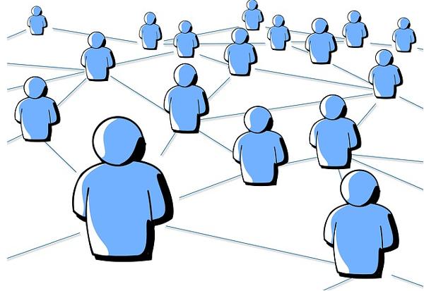 האם לאשר לקוחות כחברים בפייסבוק?